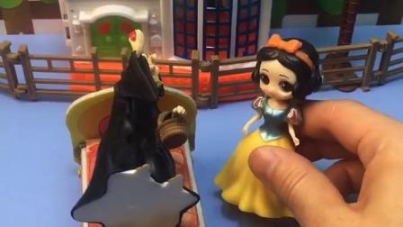 白雪想用王后的魔法棒帮助别人,王后知道后会怪白雪吗?