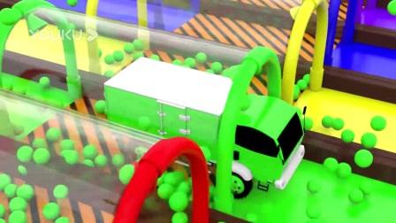 我在工程车宝兄弟驶入彩色波波球池被染色截了一段小视频