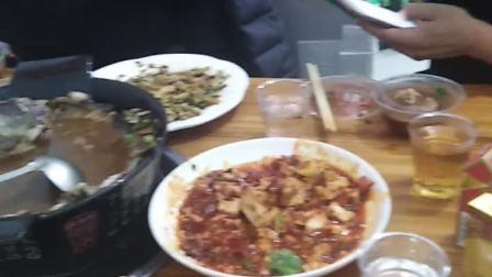徐浩然和爸爸还有玉涛叔,小窦叔一起吃饭