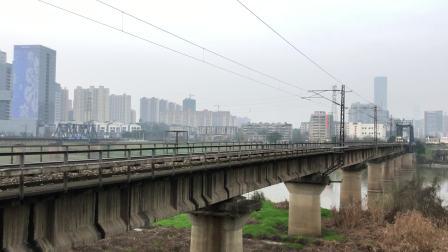 0T8310次 SS80229 通过京广线K1562KM长沙浏阳河铁路大桥