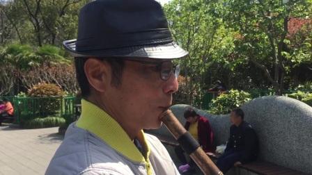 洞箫独奏【呼伦贝尔大草原】 宜川公园 摄影:章银妹 制作演奏:滕宝华 2021年3月26日