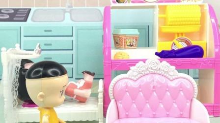 围裙妈妈睡着了,懂事的大头,做起了家务
