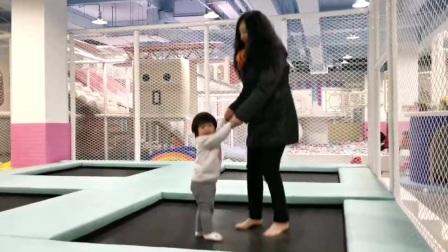 小心❤️童和奶奶一起跳跳床2021.3.31