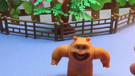 奥特曼被怪兽变成了小粘贴,还在上面乱踩,熊二有没有好办法呢?