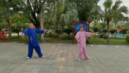 兄妹合练杨氏太极拳28式。