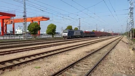 HXd2 上局宁东段 牵引货列通过无锡北站