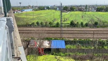 上局电客HXD1d中速通过无锡北站,往无锡站方向