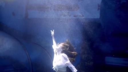 海底世界:美女水下芭蕾