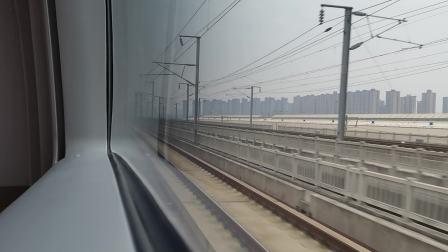 20201024 123236 西成高铁D6864次列车与西宝高铁并行