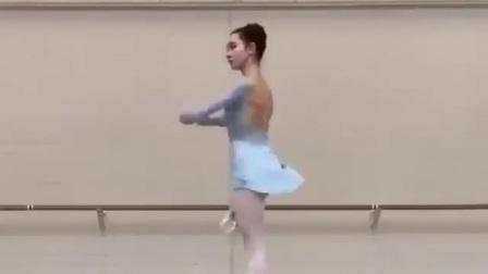 芭蕾舞:360度旋转