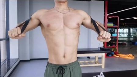 2014弹力带练胸训练视频