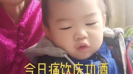 小姜学艺带2岁小孙子学京剧
