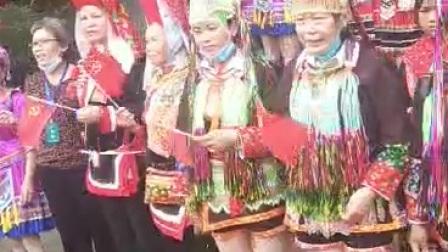 """2021年广西壮乡防城区那良镇""""三月三""""民族传统文体活动展演结尾大合唱《没有共产党就没有新中国》"""
