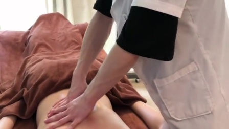 膀胱经是通往头、背、腰、臀、下肢、足等各部份,几乎已贯通全身的一条非常长的经脉,而身体经络不通则会引起各种疼痛症状,如头痛,肩、背、腰、臀、胫等部的肌肉疼痛。#