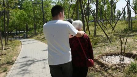安宁走基层:陪着84岁婆婆去北京东郊湿地公园转了一圈知道了很多植物的名字.mpg
