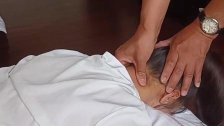 拿揉法为拿法与揉法的复合运用。在施用拿法时增加揉动,揉法在拿中含有一定量的旋转揉动,以拿为主,以揉为辅。拿揉时要自然流畅,不可呆滞僵硬#推拿#按摩#massag