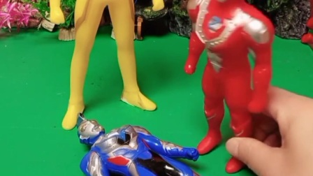 有怪兽冒充奥特曼小弟,和奥特曼一模一样,该怎么让他现出原形呢?