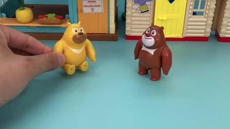 熊二太累走不动了,熊大要背熊二,背不动可怎么办呀?