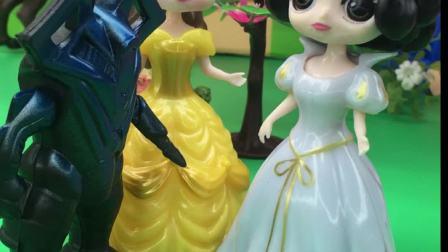 贝尔欺负白雪,不让白雪和王子约会