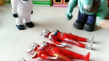 巨人僵尸太厉害了,把奥特曼都抓了,怎么办到的?