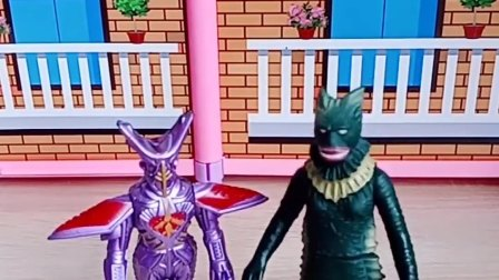 奥特曼玩具:奥特曼太厉害了,两个怪兽都逃不了