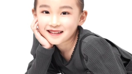 小演员周一未形象照(南京小演员,2014年出生,爱好表演、唱歌、跳舞。
