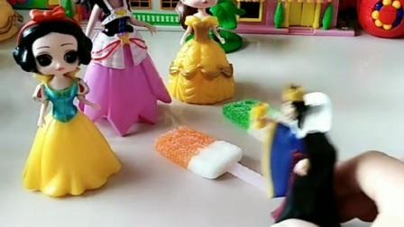 王后也给白雪买了糖果的,怎么没有了呢?是被谁偷走了吗?