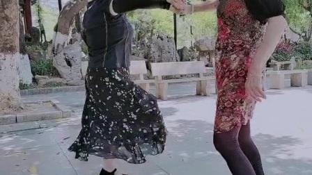 茶马古道:女步zhanghongaaa完整的纯水兵舞(娱乐、好玩、开心版)