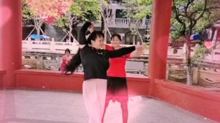 泪蛋蛋掉在酒杯杯里zhanghongaaa交谊舞(三步踩ABC)男步,凤珍靓女