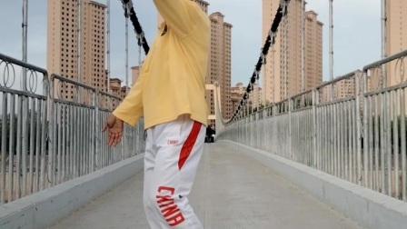 学跳锅庄舞《董亚赛》
