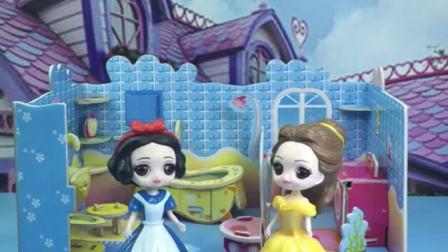 贝儿公主对白雪好,要带白雪去买衣服,指定要新疆棉花做的