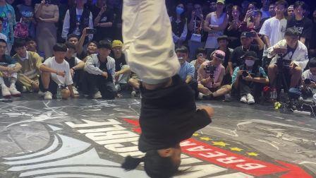 霹雳无双街舞大赛很有实力的一位街舞女孩