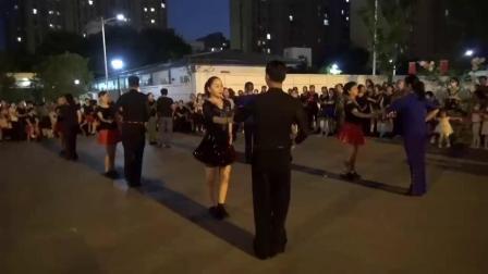 """三步踩""""感恩有你、走进武汉""""我爱你中国,强红舞蹈团队快闪活动现场纪实"""