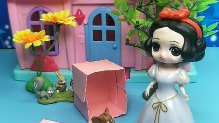 白雪公主生日,大头买了礼物给白雪,不料贝儿公主也买了礼物