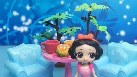 白雪公主的生日愿望是吃披萨,王后不给吃,白雪公主怎么办?
