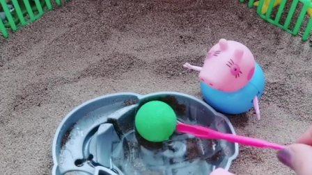 乔治的球掉水里了,喊猪爸爸帮忙,猪爸爸又喊猪爷爷帮忙