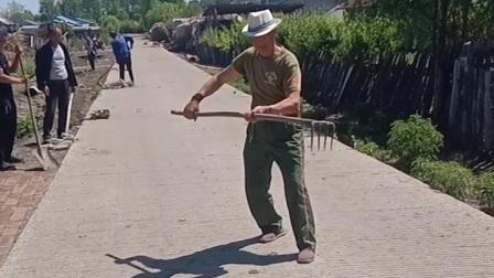 黑龙江望奎恭六乡李师傅,扭的大秧表演