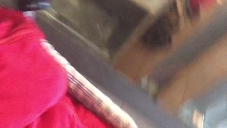 202101161236姐姐和妈妈在吃,小旺仔睡婴儿车里,一家四口刚拍好百日照~妈妈带姐姐吃肯德基~粑粑赶紧回家出摊留下我们娘仨~小旺仔@姜雨轩3个月13天