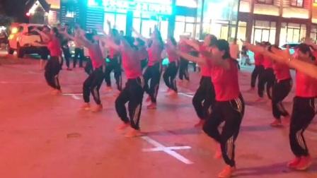 参加广场舞大赛,姐妹们辛苦排练了一个月~《哈达献祖国》