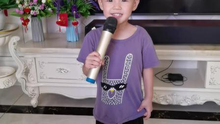 陈罗思航在家练习儿歌