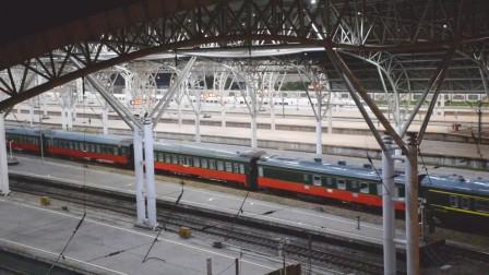 电力00305南京站7道通过,回送南湖1921旅游车底
