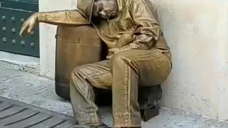 《创意雕塑》