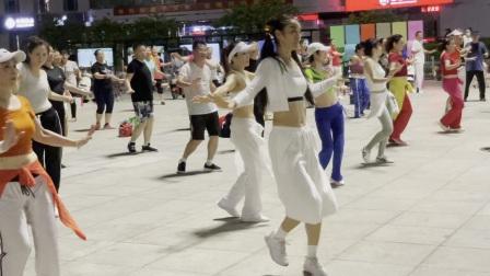 深圳英英炫舞团1901英英原创健身操谁家的姑娘20210619