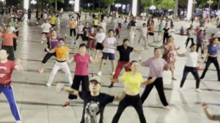 深圳英英炫舞团1903英英原创健身操勇敢潇洒走20210620