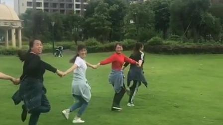 桂林香妹广场舞:祝姐妹们开心快乐每一天!美好的时光留下美好的回忆!🌹🌹❤️❤️❤️