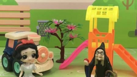 少儿玩具:巫婆用毒苹果欺骗白雪