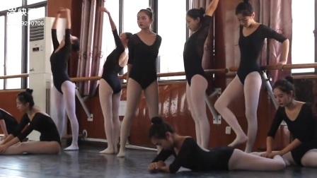 舞蹈教室软开度练习