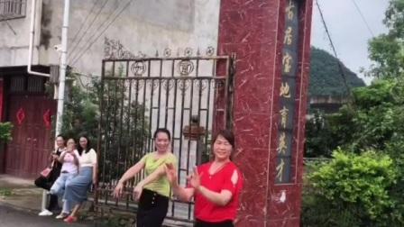 桂林香妹广场舞:舞跳的不好!背景好美!舍不得删!开心就好!🌷🌷🍎🍎