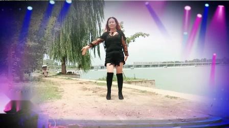南阳红泥湾小娟广场舞,一首非常时尚的音乐,百看不厌