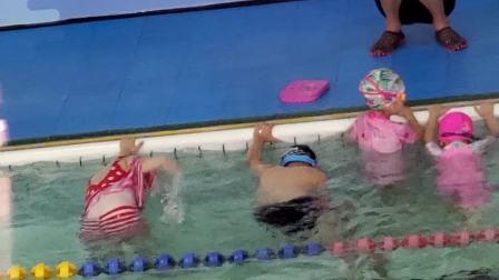 刘王楚楚游泳课第七课之3